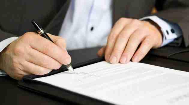 firmando-formalizacion-empresa
