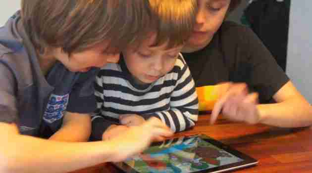 niños_jugando_ipad